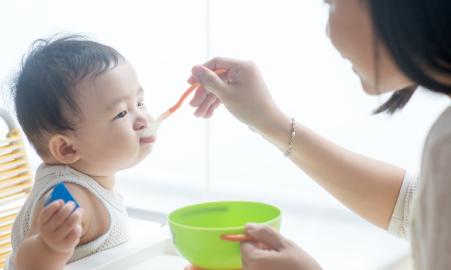 子ども食事風景